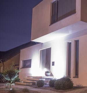 Moderne weiße Fassade